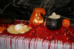spooky halloween decorations - Halloween Decorations For A Party