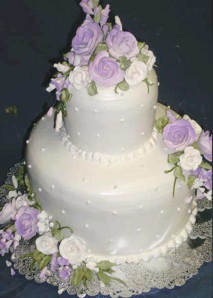 Pearl Cakes http://www.weddingandpartynetwork.com/blog/spotlights/birmingham-al-bakery/attachment/savages-bakery-pearl-lilac-wedding-cake/