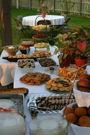 Barn Yard Wedding Reception Love How The Food Is Place In Picnic Style And Some Of Seats Are Hay Bales This Would Be Supper Cute For Kid