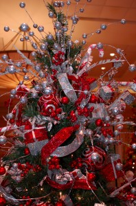 Party ideas tips tagged with 39 christmas parties - Christmas tree silver and red ...