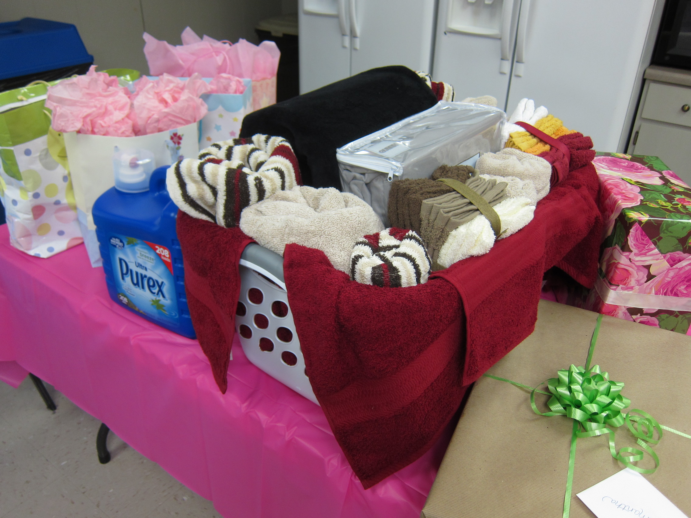 Wedding shower celebration advisor wedding and party What do you give at a bridal shower