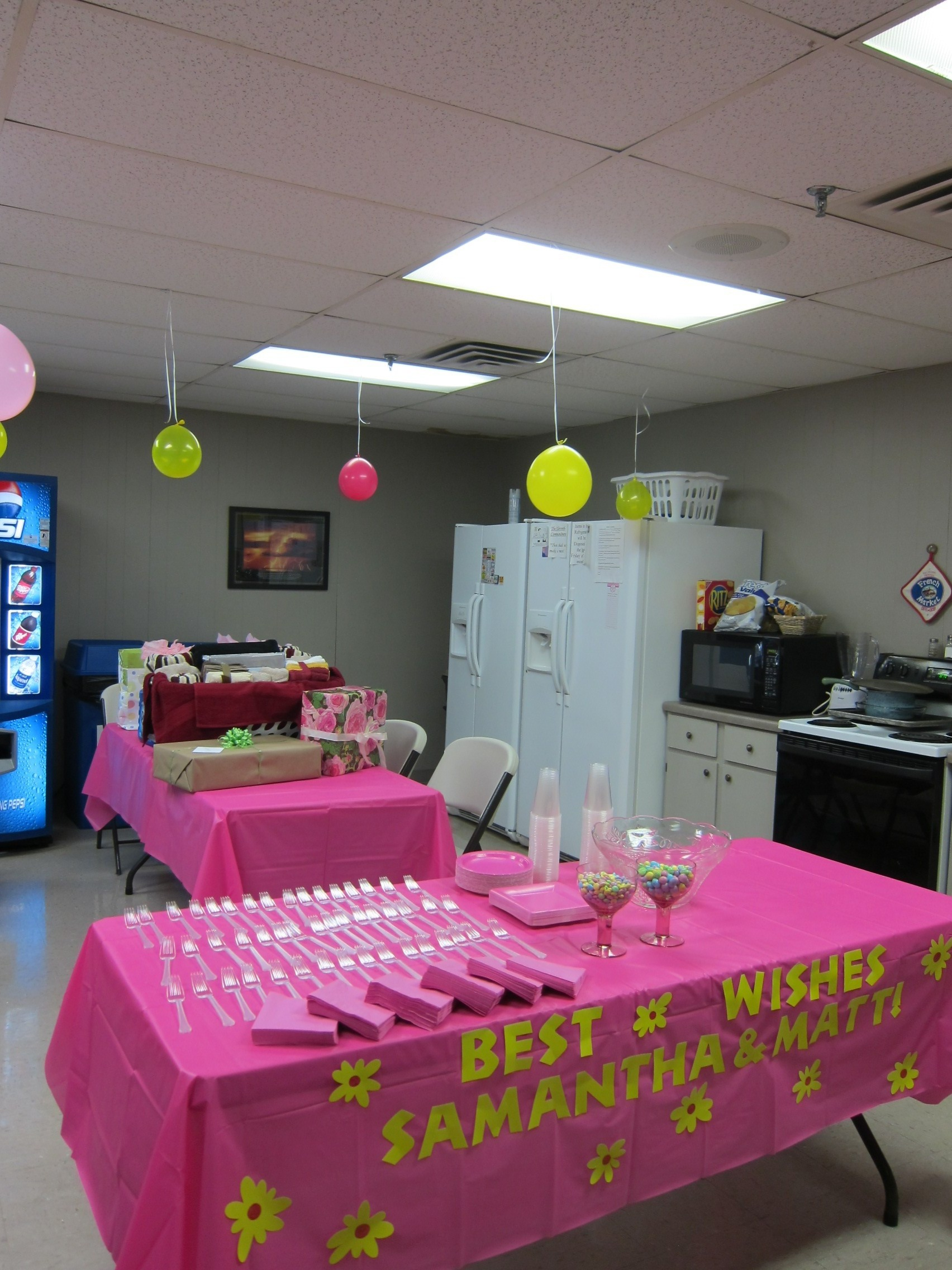 Wedding shower celebration advisor wedding and party for Baby shop decoration ideas