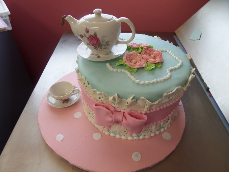 Tea Party Cake Images : 5 Adorable Birthday Cakes