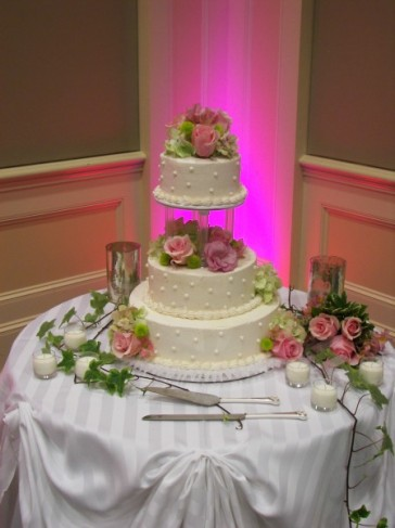 Decorating the cake 39s second tier the colorful flowers also decorate the