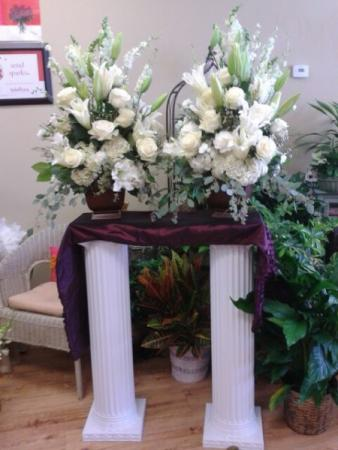 White Wedding Ceremony Arrangements