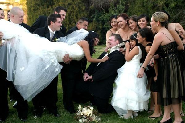 Photo gallery the kiss fun wedding photo