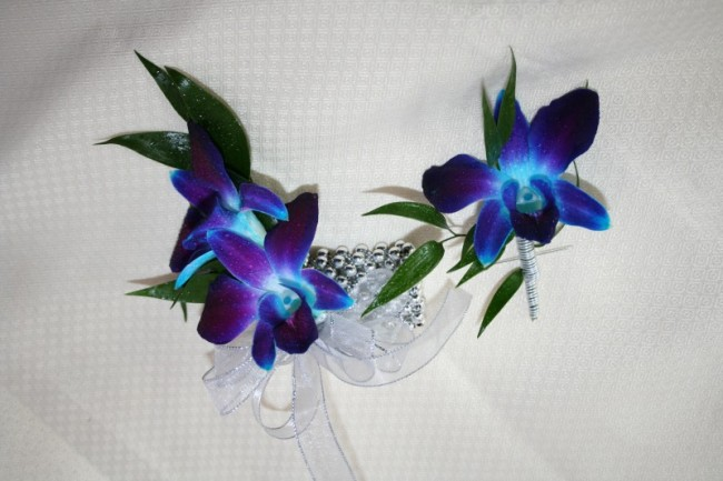 Flowers for a blue black and silver color scheme Harley wedding