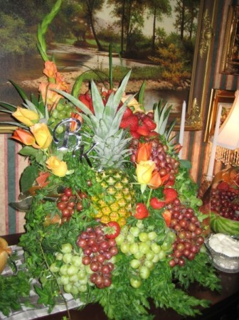 Fruit and flowers decoration share