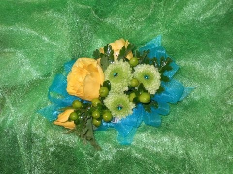 Wrist Corsages That Stand Out In The Crowd personal