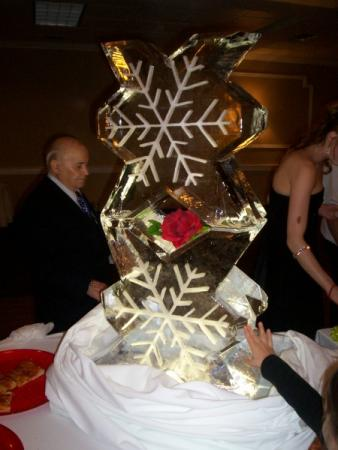 Weeding Ice sculpture