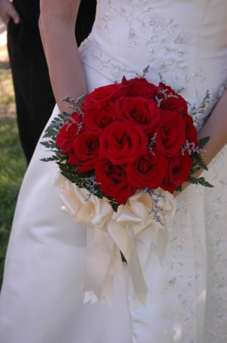 Rose Bouquet Wedding on Photo Gallery   Red Rose Wedding Bouquet Photo