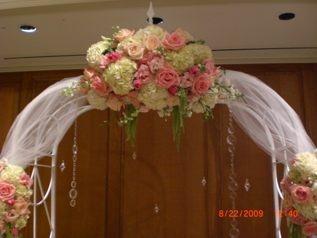 This is an even closer view of the wedding arch flowers used at the peach