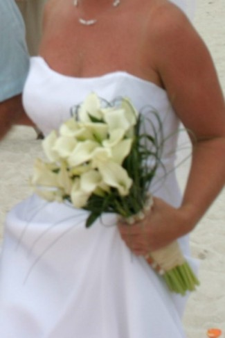 This bride chose a beautiful white calla lily bridal bouquet for her beach