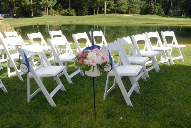 The blue ribbon dazzled guests who walked by this aisle marker at an outdoor
