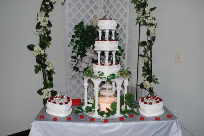 Wedding Cake With Fountain Share