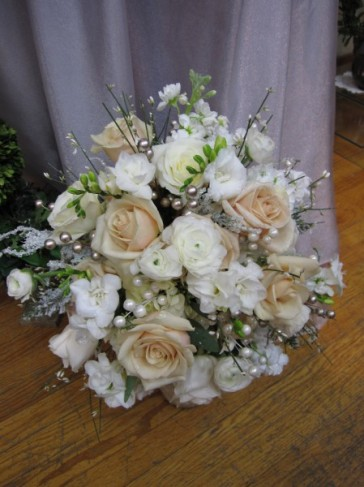 The Perfect Ivory Wedding Bouquet