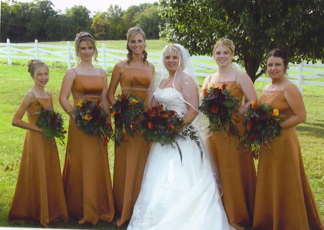 All the bridal bouquets go with the color scheme in shades of red yellow