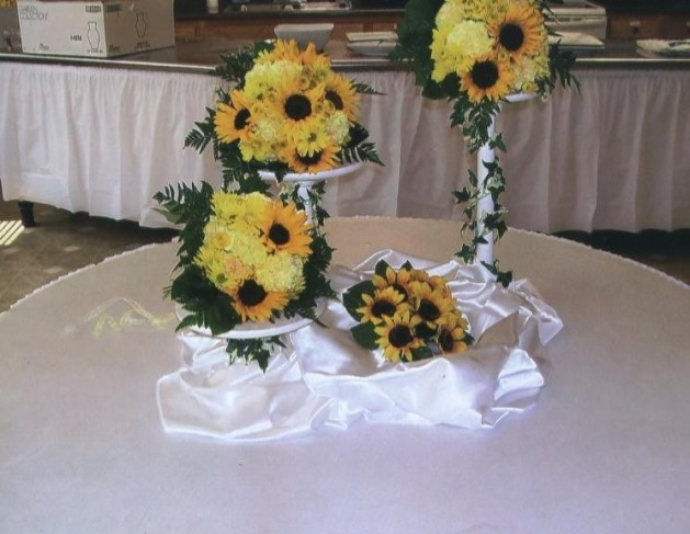 Photo gallery of sunflower centerpieces