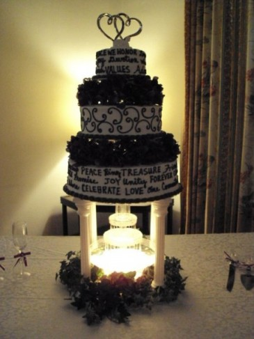 White Bridesmaid on Photo Gallery   Photo Of Beautiful Black And White Cake