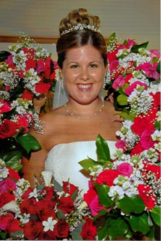 Bride 39s wedding bouquet in red roses and white mini callas and stephanotis