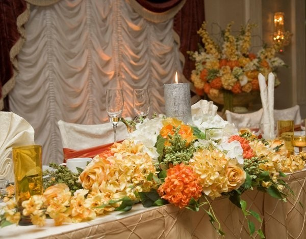 Head table arrangement Share This beautiful wedding features gorgeous