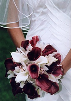 Simple and Elegant Wedding Bouquet