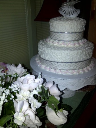 [2 Tiered Wedding Cake]
