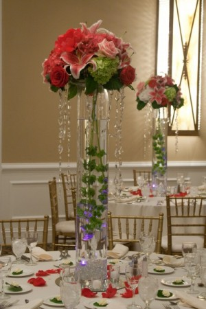 Wedding centerpieces with hanging crystals make a wonderful statement