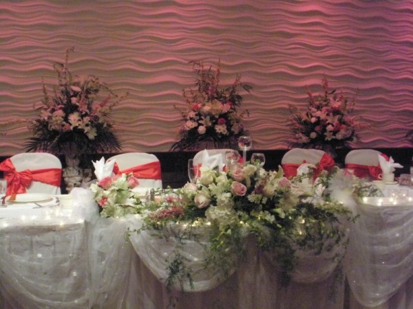 Photo gallery photo of head table decorations