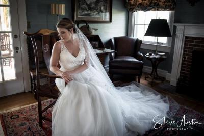 Erin Moses Bridals Oakhaven Manor study.jpg