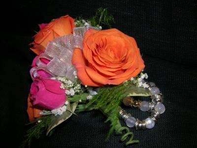 Trendy Rose Corsage