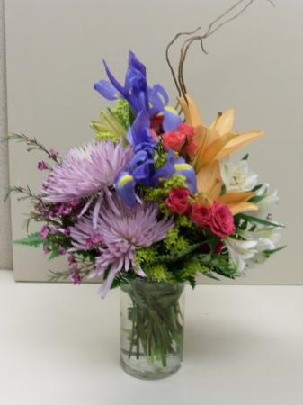 Cheerful Spring Flower Centerpiece
