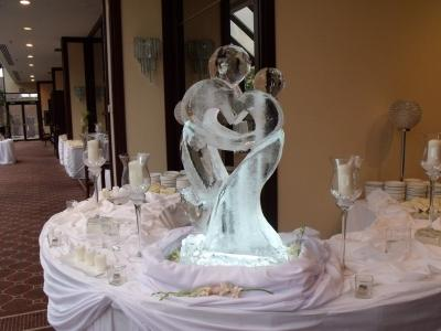 Bride and Groom Ice Sculpture