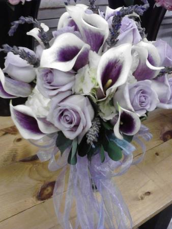 Calla Lilies and Roses Fill this Wedding Bouquet